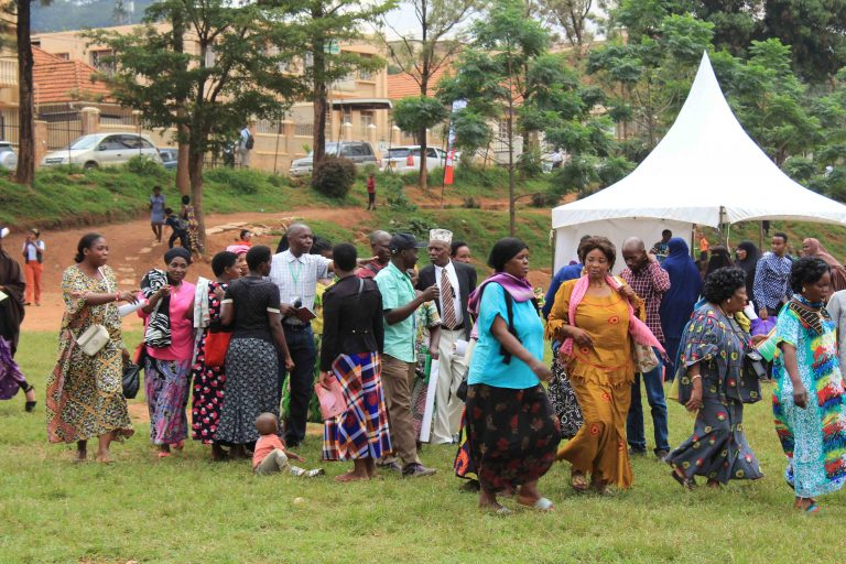Participants rushing to join service provision queue